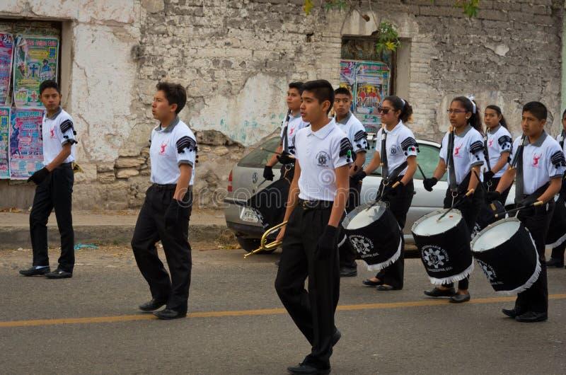 游行的孩子在墨西哥革命天 免版税库存照片
