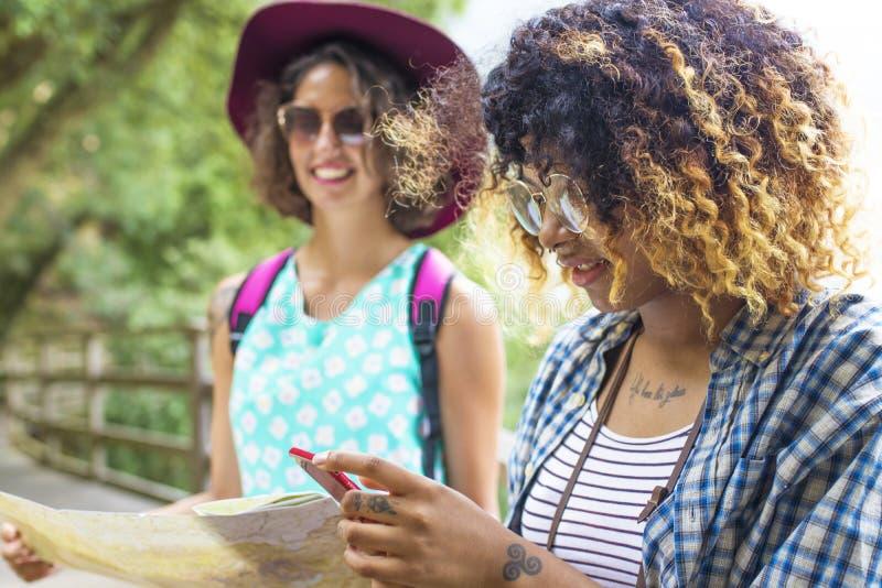 游览和旅行的朋友 免版税图库摄影