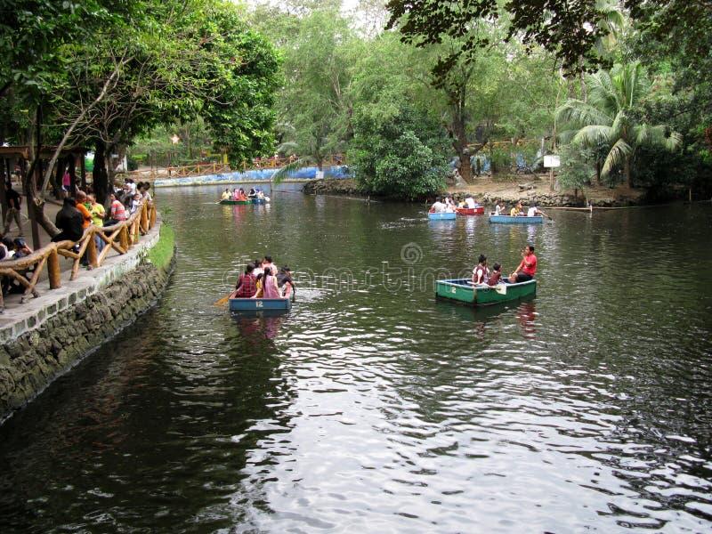 游览大胆,马尼拉动物园,马尼拉,菲律宾的河船 图库摄影