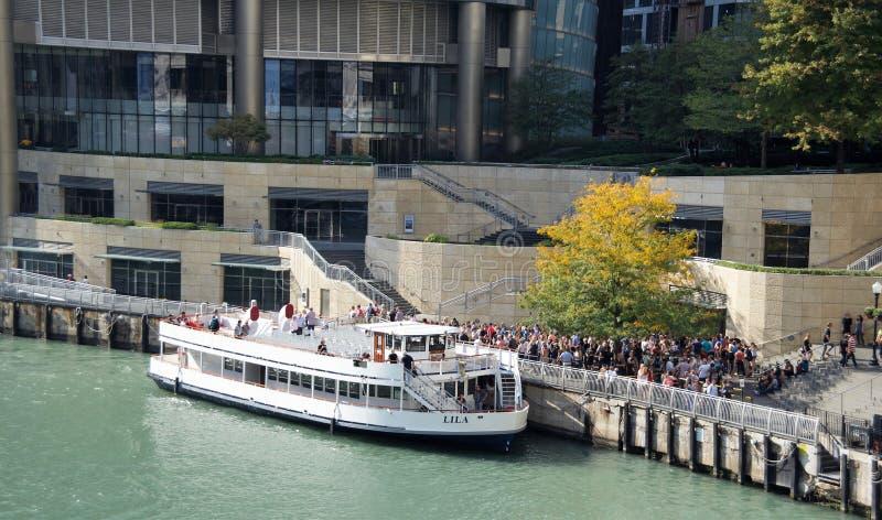 游览小船和巡航街市,芝加哥,伊利诺伊 免版税库存图片