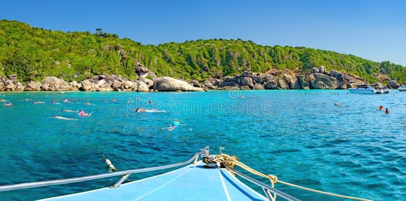 从游览小船的看法到泰国的Similan海岛 图库摄影