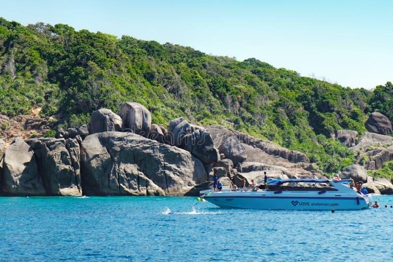 从游览小船的看法到泰国的Similan海岛 免版税库存图片