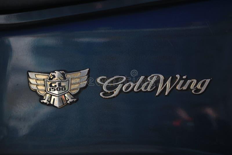 游览摩托车金翼GL1500 象征和名字特写镜头 图库摄影