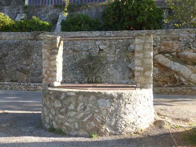 游览的细节对字体Ufanes的在坎帕内特村庄  免版税库存图片