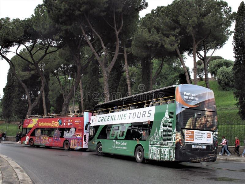 游览车在罗马,意大利 库存照片