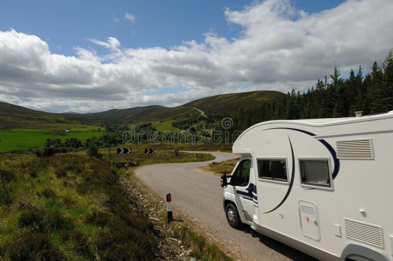游览Motorhome的Campervan苏格兰 免版税图库摄影