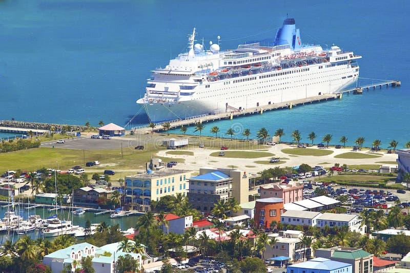 游轮在托尔托拉岛,加勒比 免版税库存照片