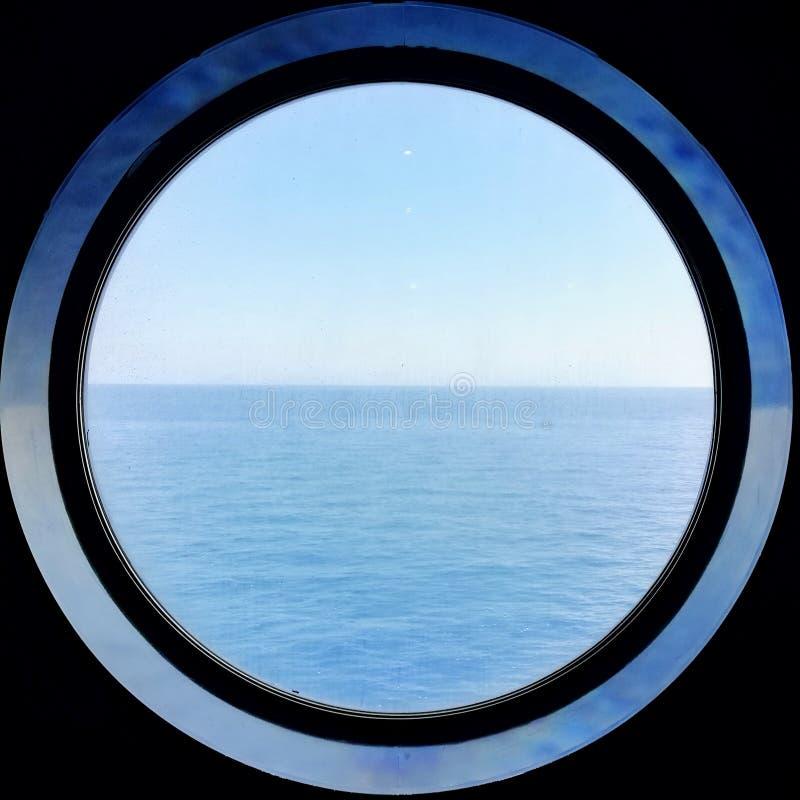 游轮的圆的窗口 免版税库存照片