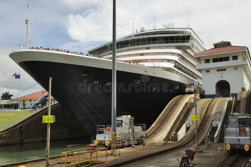 游轮细节在锁,巴拿马运河的 库存照片