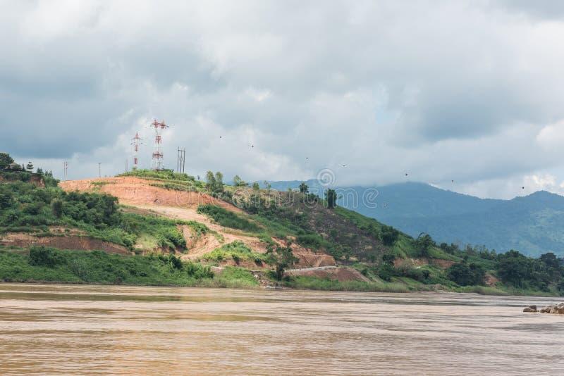 从湄公河的小山 免版税库存照片