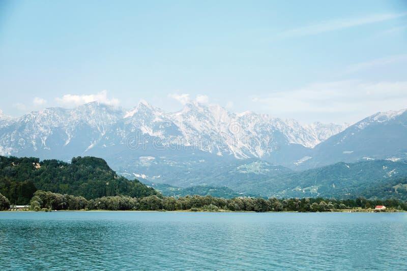 湖三塔Croce在白天 库存照片
