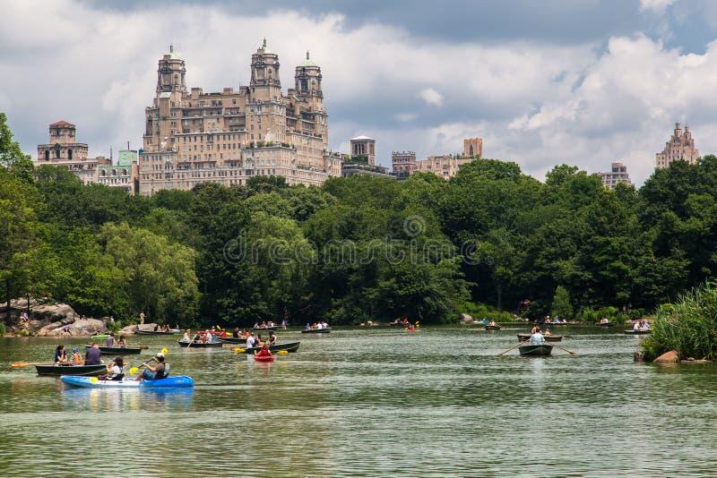 湖中央公园和Beresford纽约 库存图片
