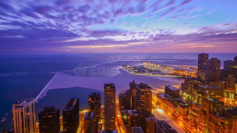 湖冬天日出在芝加哥 免版税库存图片