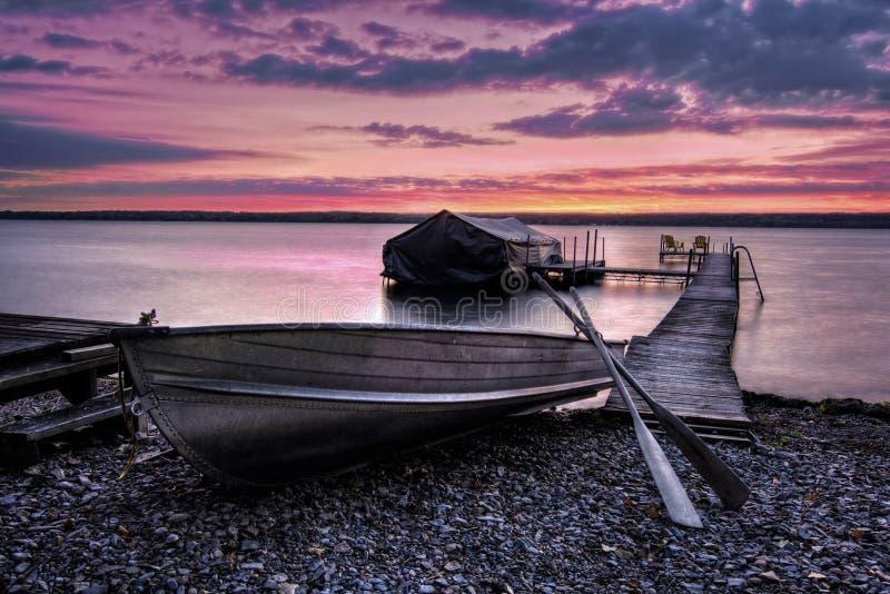 湖卡尤加人日出 免版税图库摄影
