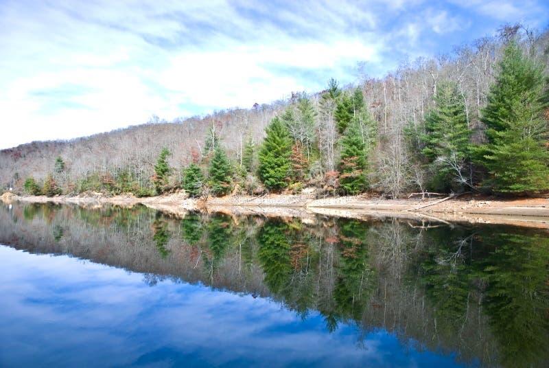 湖反映冬天 库存图片