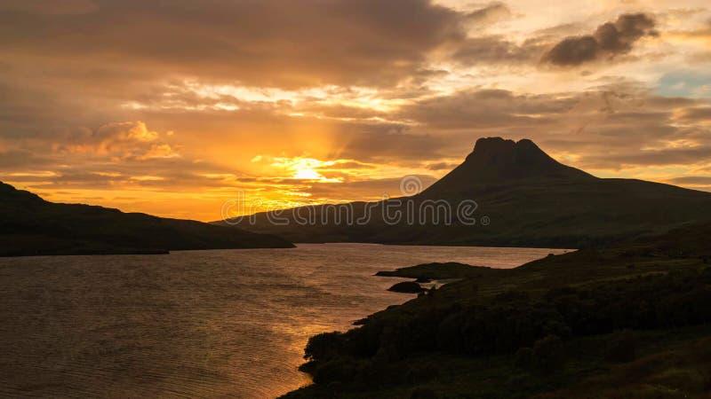 湖和山的风景看法在苏格兰高地,苏格兰,英国 免版税库存图片