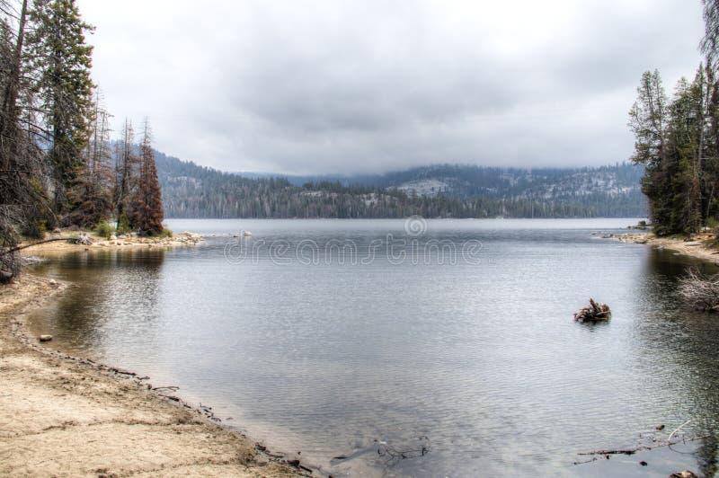 湖在内华达山脉 免版税库存图片