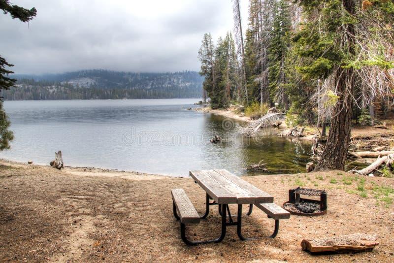 湖在内华达山脉 图库摄影