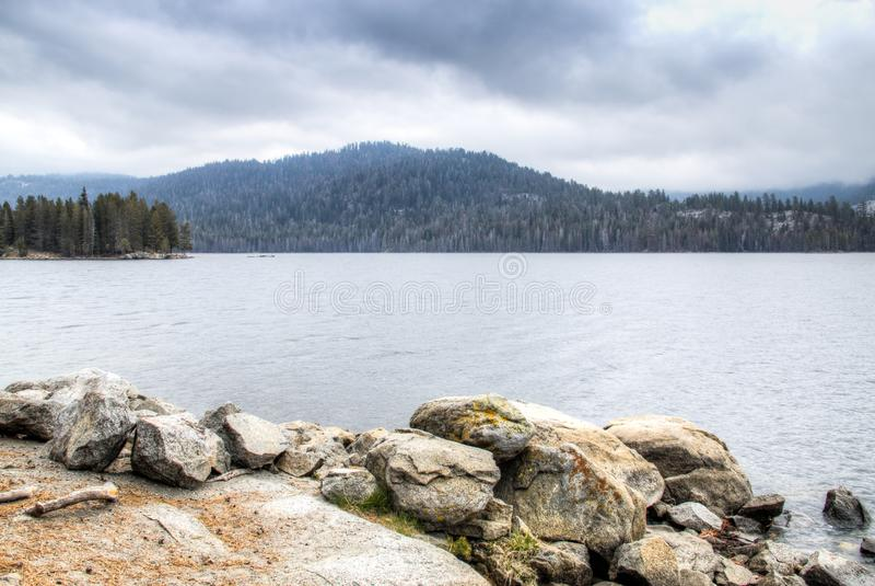 湖在内华达山脉 库存图片