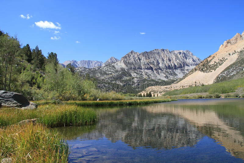 湖在内华达山脉 免版税图库摄影