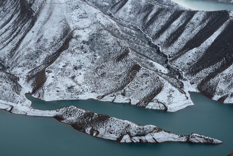 Download 湖在冬天 库存图片. 图片 包括有 蓝色, 挂接, 空白, 可能, 摄影, 冬天, 天空, 的treadled - 62536561