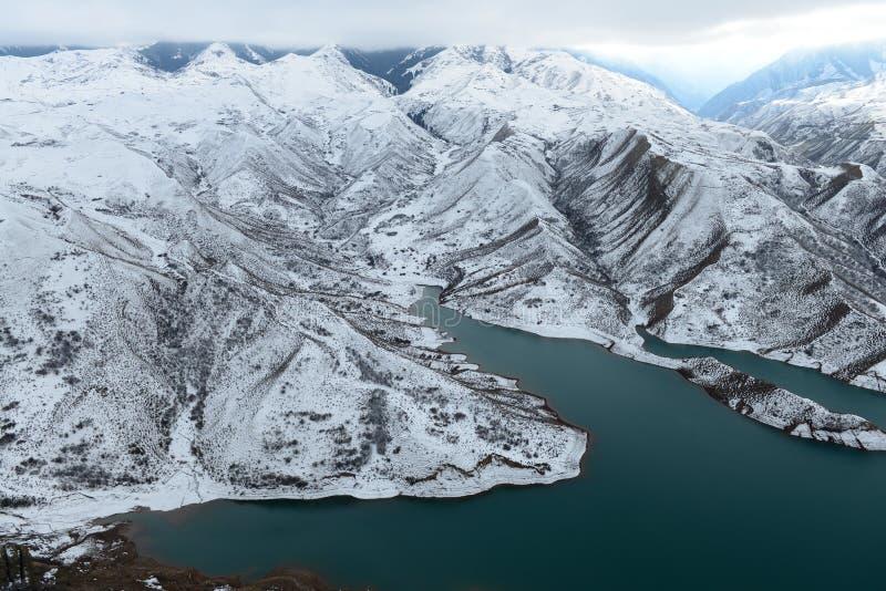 Download 湖在冬天 库存图片. 图片 包括有 的treadled, 可能, 挂接, 蓝色, 空白, 摄影, 冬天, 天空 - 62536591