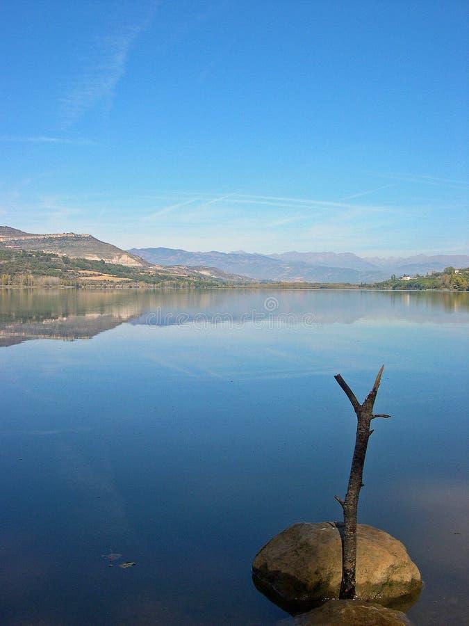 湖在卡塔龙尼亚 免版税库存图片