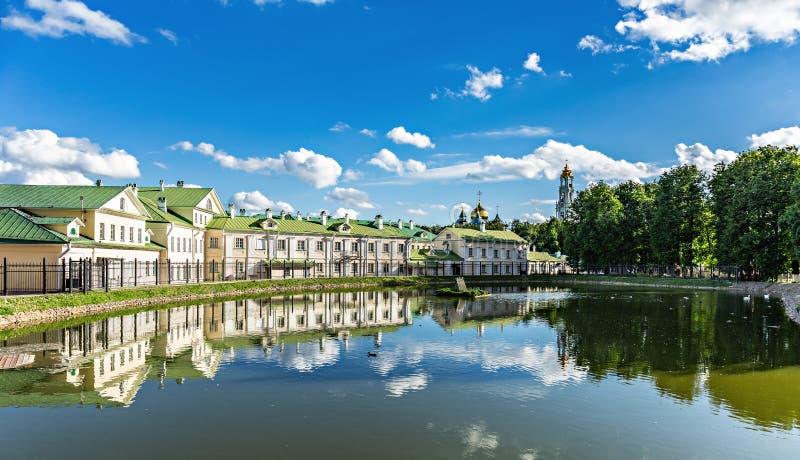 湖在城市,俄罗斯 库存图片