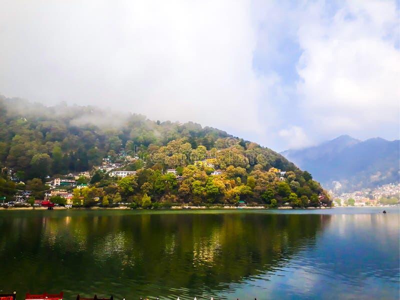 湖在奈尼塔尔 免版税库存照片