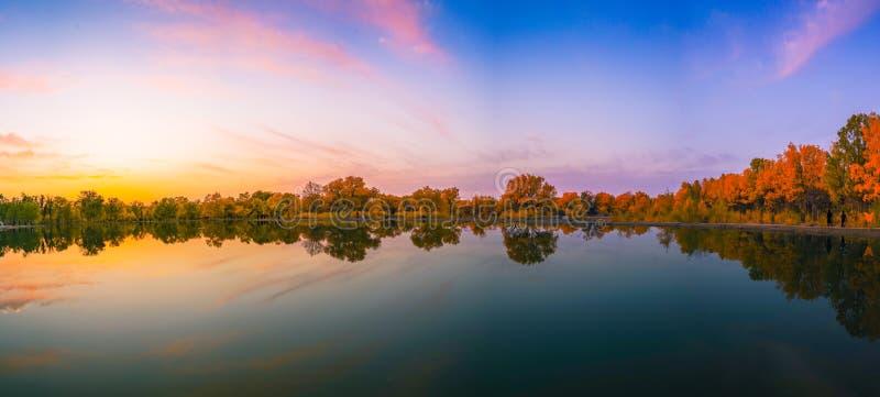 湖在秋天 图库摄影