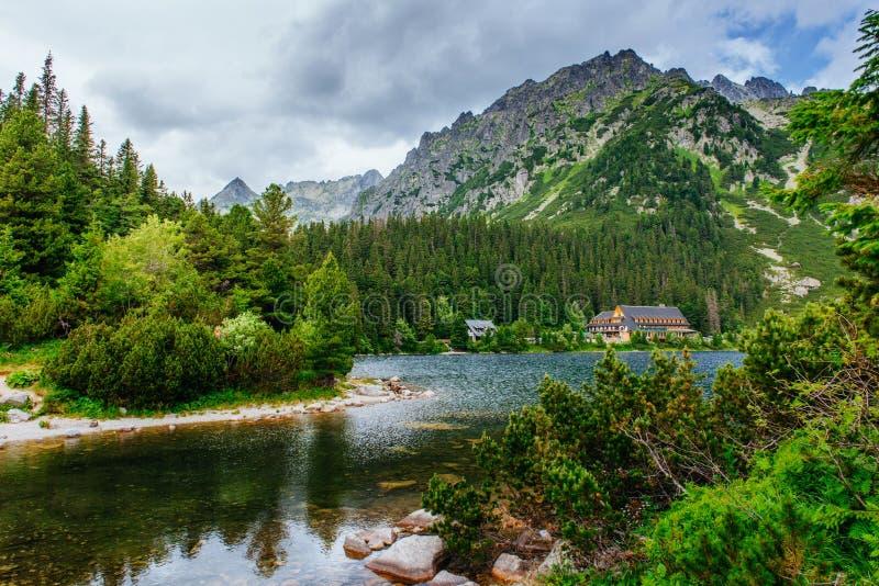 湖在Popradske Pleso,斯洛伐克 喀尔巴阡山脉,乌克兰,欧洲 免版税库存照片