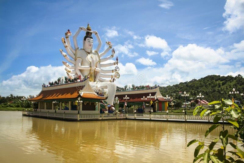 湖寺庙菩萨酸值samui泰国 免版税图库摄影
