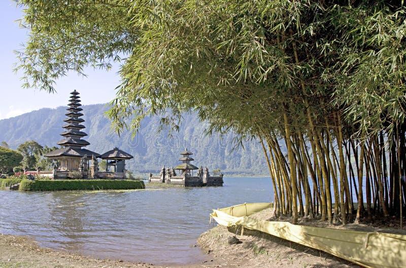 湖寺庙 免版税库存照片