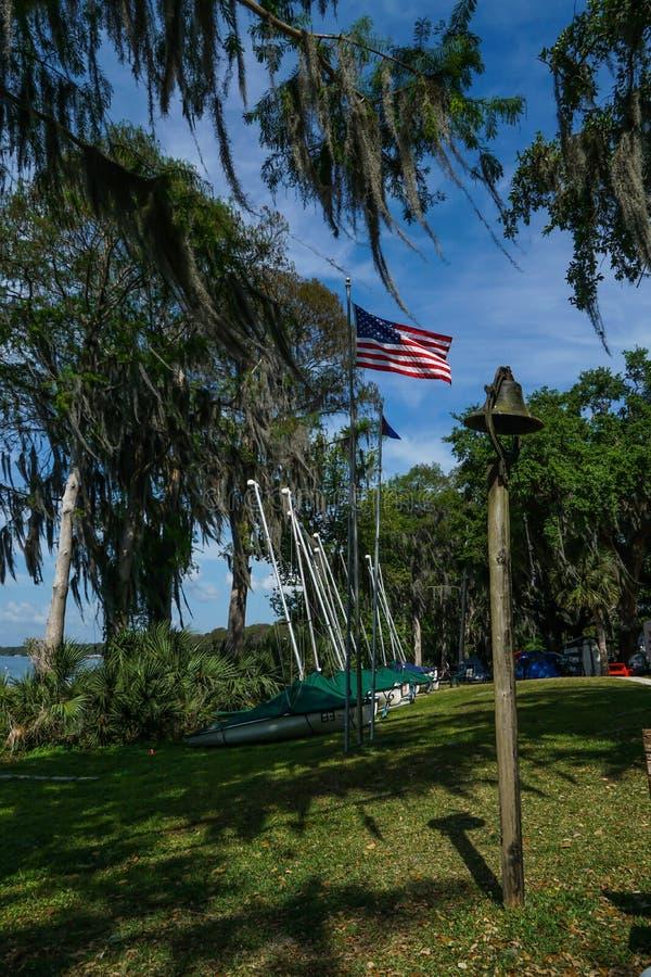 湖尤斯蒂斯航行俱乐部在佛罗里达在周末 免版税图库摄影