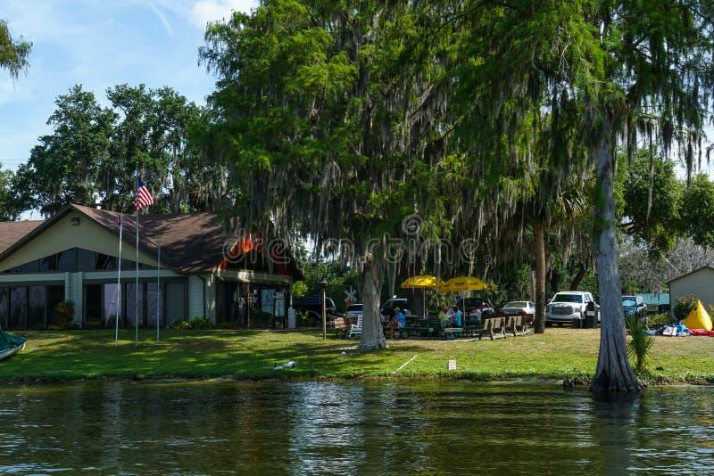湖尤斯蒂斯航行俱乐部在佛罗里达 免版税库存照片