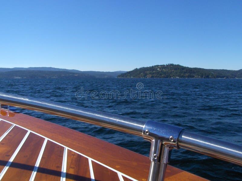 Download 湖恋人 库存图片. 图片 包括有 自定义, 小船, 夏天, 巡洋舰, 航行, 桃花心木 - 327921