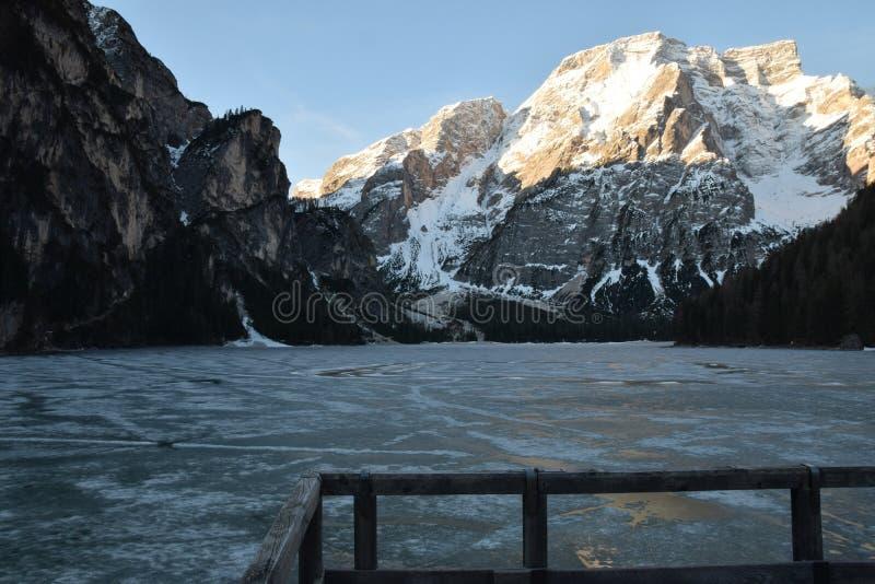 湖把山白云岩意大利南蒂罗尔编成辫子 库存图片
