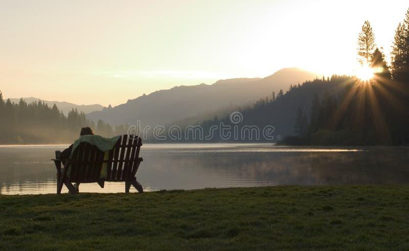 Download 湖日出 库存图片. 图片 包括有 平安, 本质, 公园, 开会, 日落, 日出, 长凳, beautifuler - 180665