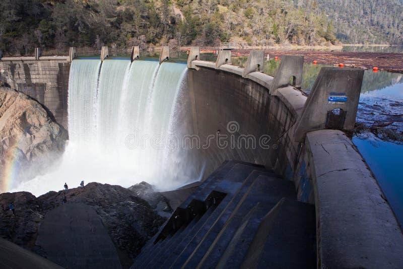湖柑桔水坝溢出 库存图片