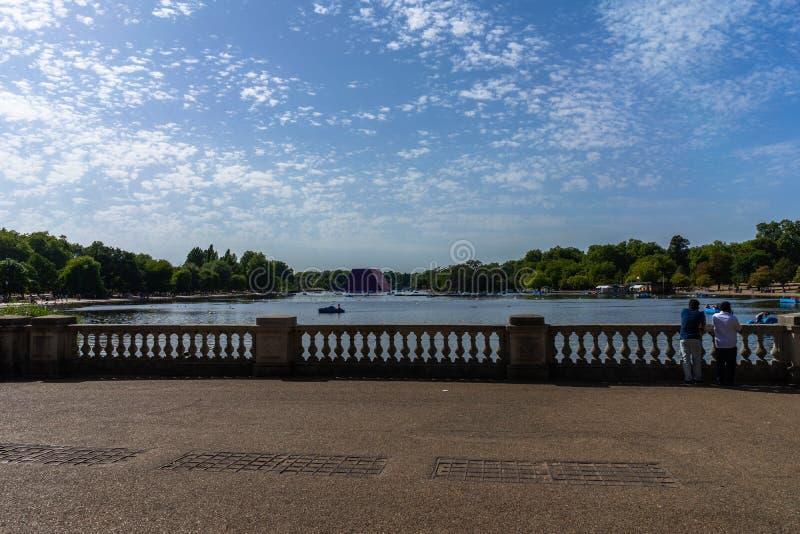 湖海德公园在伦敦,英国,英国 免版税库存照片