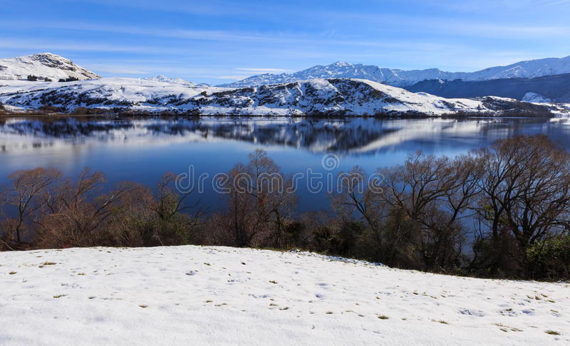 湖海斯昆斯敦新西兰在冬天 免版税库存照片