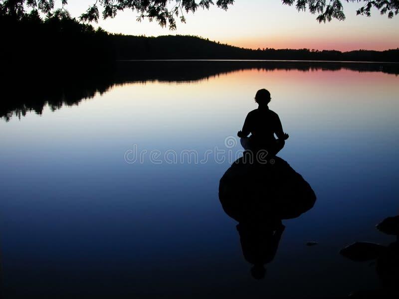湖瑜伽 免版税库存照片