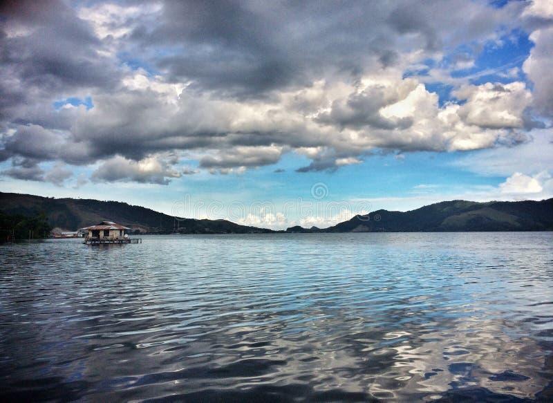 湖的之家 免版税库存图片