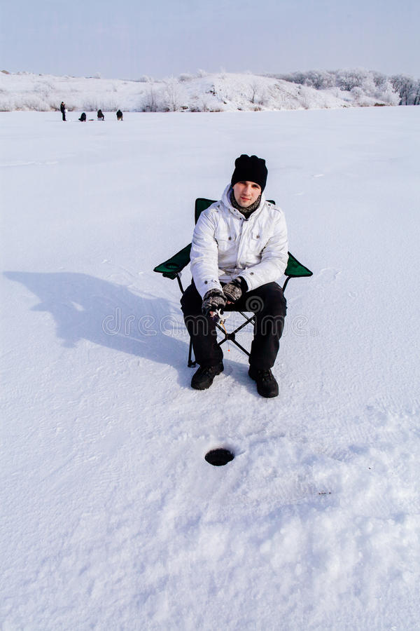 冻湖的冬天渔夫 免版税库存图片