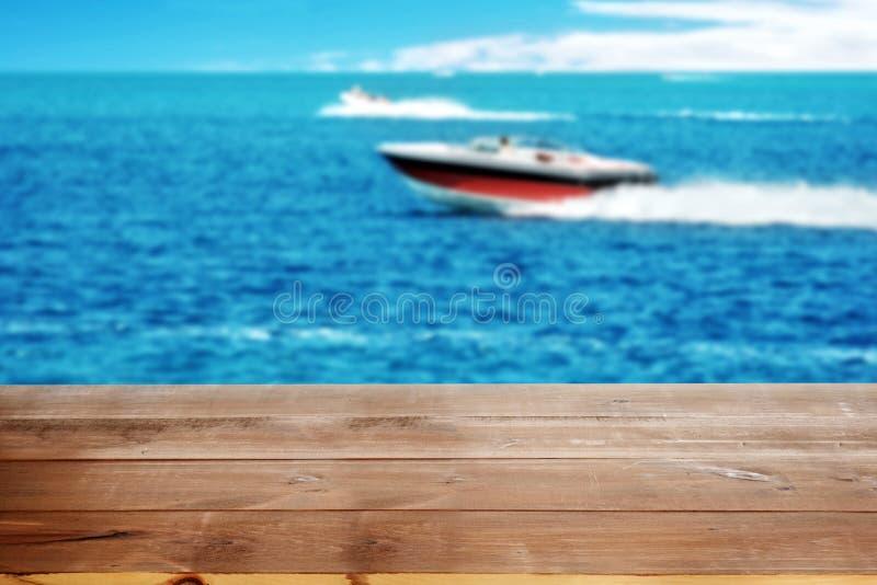 湖的木船坞有力量小船的 图库摄影