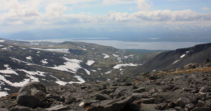 湖的看法山高原的 免版税库存图片