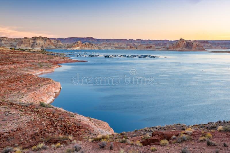 湖的鲍威尔Wahweap小游艇船坞页的亚利桑那 库存图片