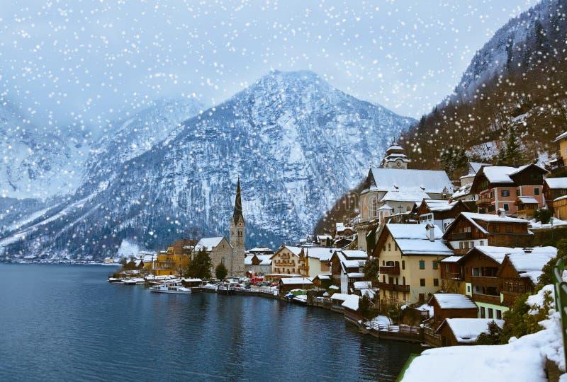 湖的-萨尔茨堡奥地利村庄Hallstatt 免版税库存图片
