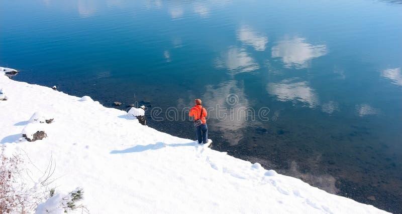 湖的Kawaguchiko,日本渔夫 免版税图库摄影