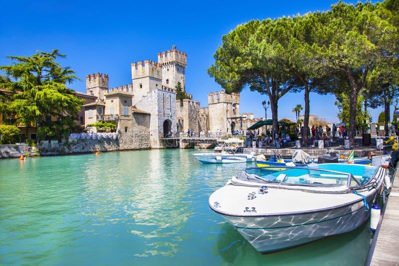 湖的Lago di加尔达,意大利西尔苗内 库存图片